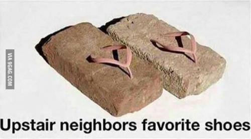 Oblíbený pantofle souseda shora