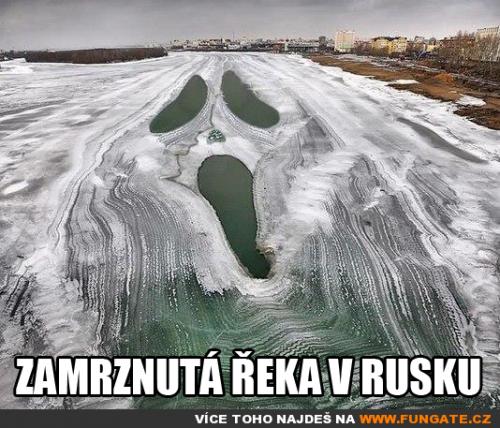 Zamrznutá řeka v Rusku