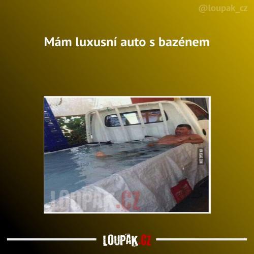 To je luxusní auto