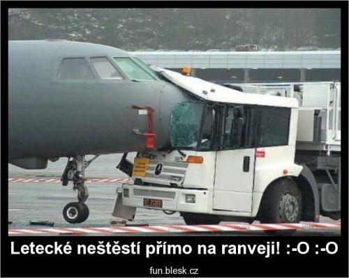 Letecké neštěstí přímo na ranveji!