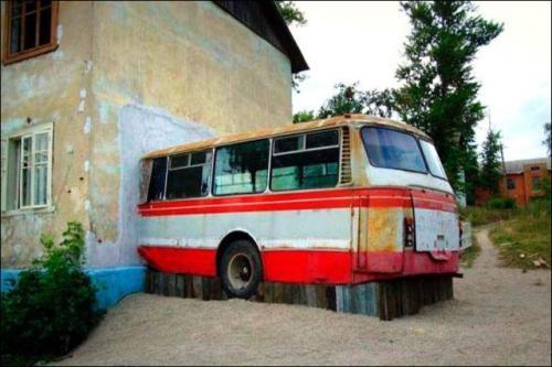 Bus v domě