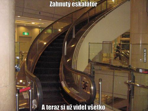 Zahnutý eskalator