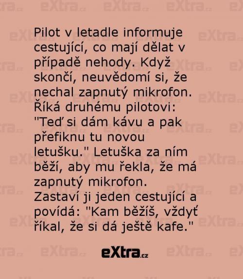 Pilot v letadle informuje cestující
