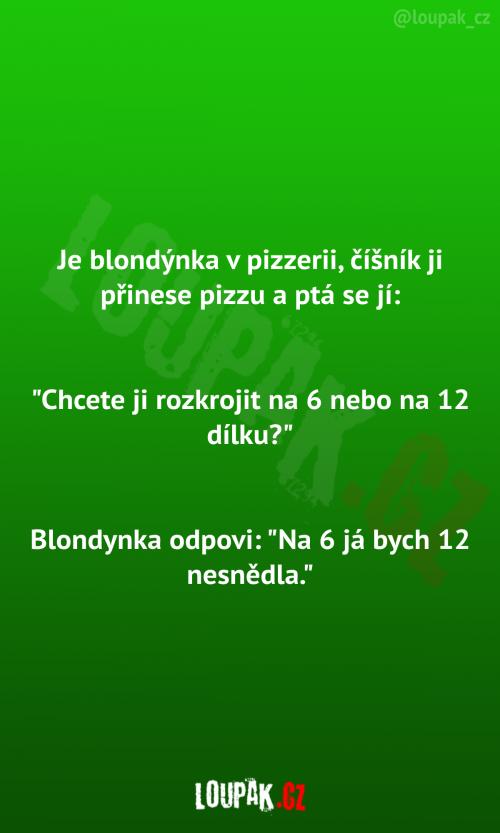 Blondýnka v pizzerii