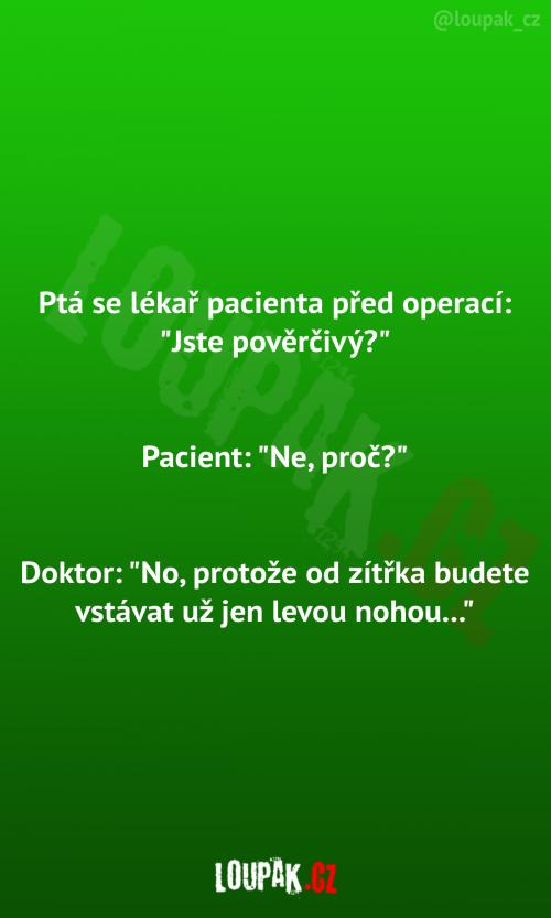 Lékař se ptá pacienta před operací