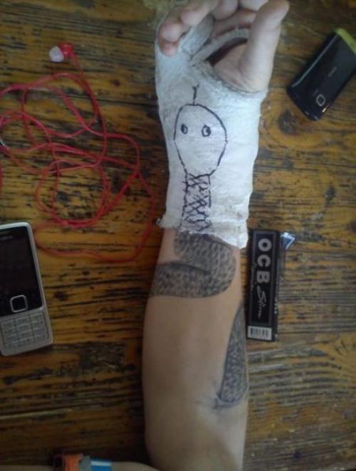 Sádra vs. tetování