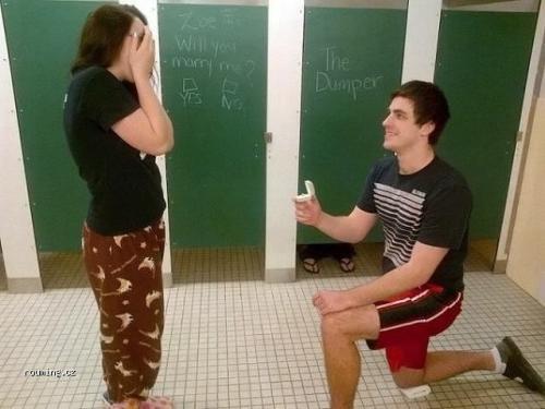 Žádost na záchodě