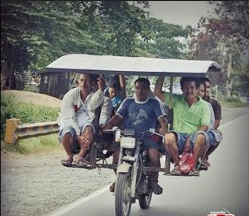 Na motorce v sedmi lidech