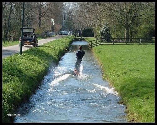 Auto-vodní lyžování