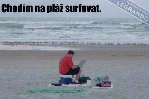 Surfování na pláži