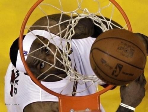 foto tyzdna  LeBron James v druhom finalovom zapase NBA