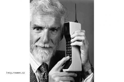 Mobile Phones in Past and Now4