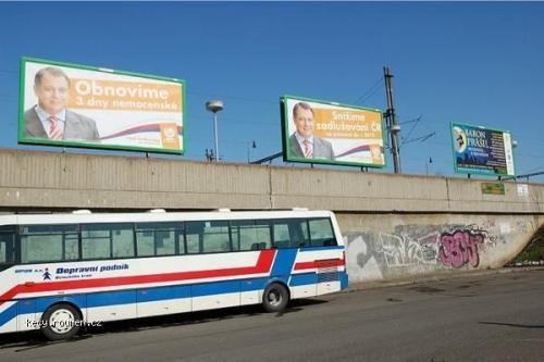 Tri Paroubkovy billboardy