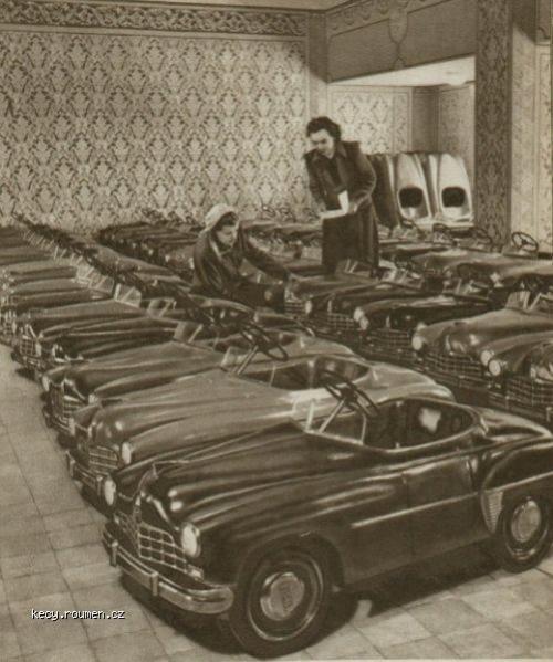 Z historie Malej autosalon