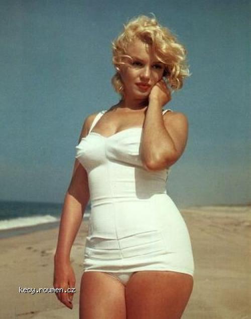 marilyn monroe at the beach2021