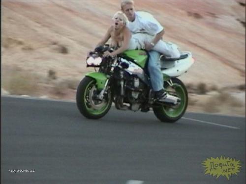 na motorce