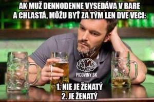 Muž denně v baru