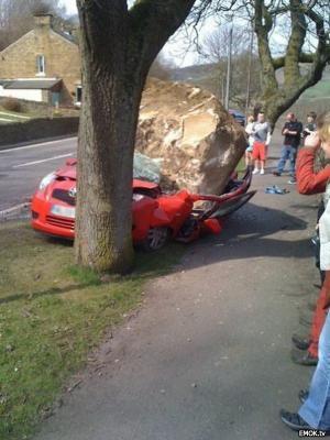 Kámen na autě