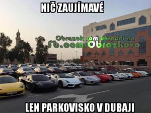 Parkoviště v Dubaji