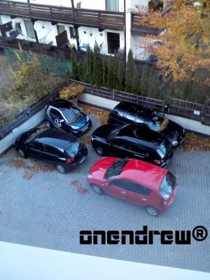 Sikana medzi autami :)