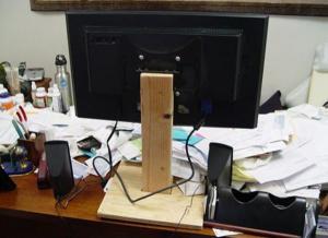 Originální držák na monitor