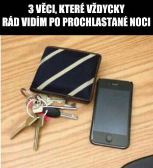 Klíče, mobil, peněženka