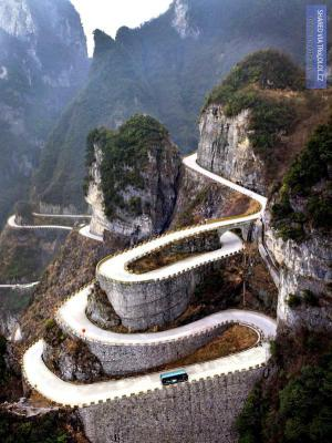 Horská silnice v Číně