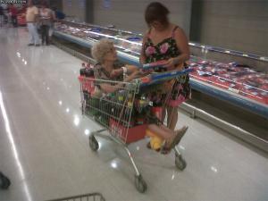 Babička jde nakupovat!