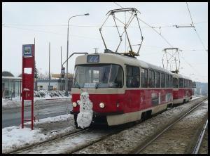 Sněhulák na tramvaji