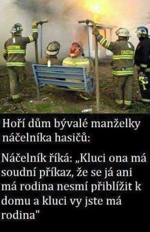 Hoří dům exmanželky hasiče