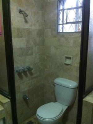 Záchod ve sprše