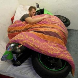 Spaní s motorkou
