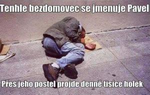Bezdomovec se má lépe jak ty
