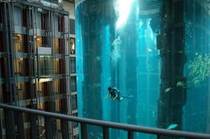 Zajímavý bazén, v jednom mrakodrapu