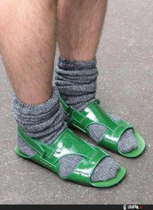 Ponožky do sandálí nepatří!