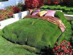 Travnatá postel
