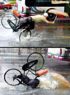 Ani deštník nepomohl