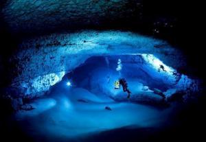 Podvodní jeskyně