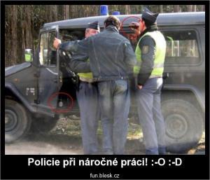 Policie při náročné práci! :-O :-D