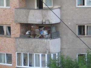 chlivek na balkone