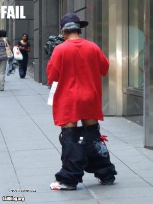 kalhoty proklate nizko