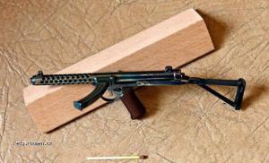 Impressively Detailed Miniature Weapon3