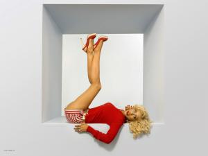 christina aguilera legs up wallpaper christina aguilera female celebrities wallpaper 1600 1200 3046  281 29