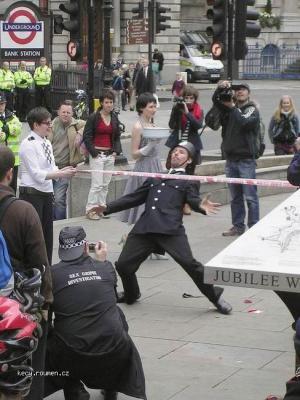 policajti tanci