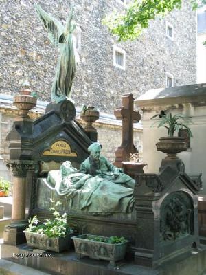 hrob nebo postel