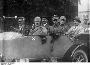 Z historie Adolf s apartni cepickou