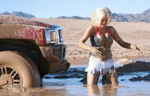 blondinka utopila Hummer