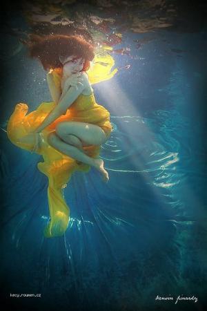 Underwater beauty world2