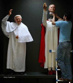 papez a jeho hlava