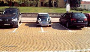 parkujte mezi carama